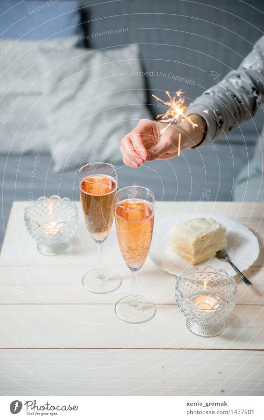 Sekt und Wunderkerzen Freude Spielen Glück Lifestyle Feste & Feiern Party Freizeit & Hobby Dekoration & Verzierung Geburtstag Ernährung Getränk Hochzeit Kerze