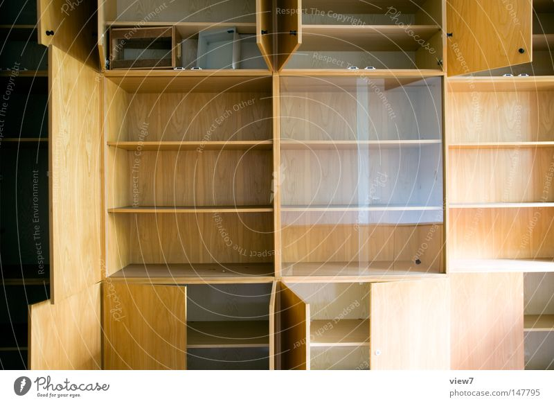 Stauraum Holz Tür Glas frei leer Sauberkeit Tor Möbel Umzug (Wohnungswechsel) Wohnzimmer Oberfläche Griff Haushalt Schrank Handwerker Regal