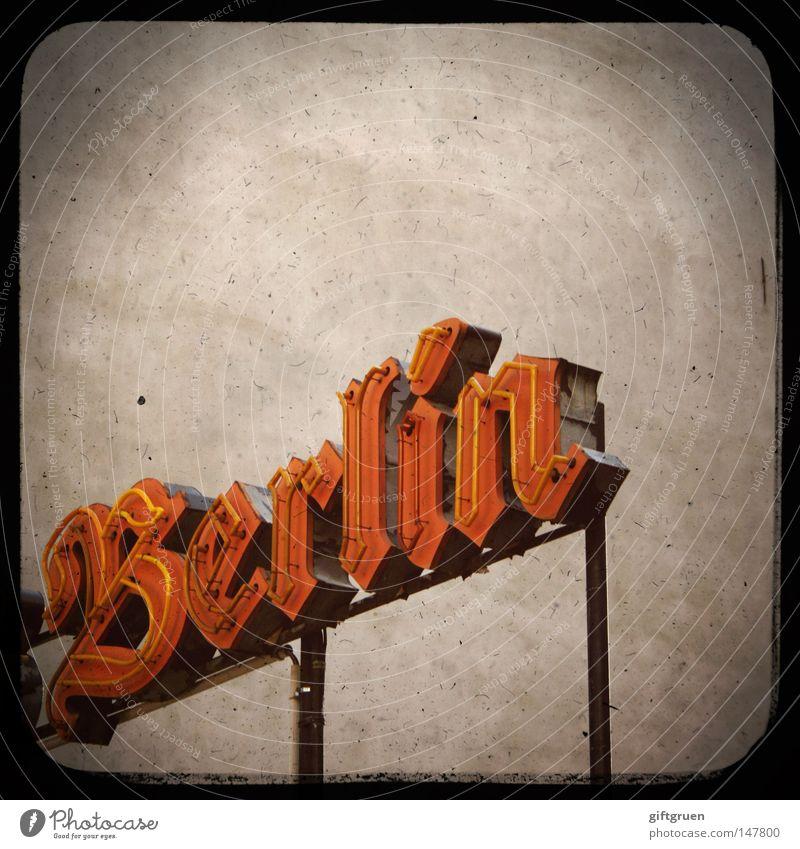 berlin, berlin, du perle an der spree... alt Stadt Berlin Deutschland Schriftzeichen Buchstaben Werbung Typographie Perle antik Hauptstadt Bruch Leuchtreklame