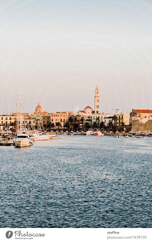 Around the World: Bari Ferien & Urlaub & Reisen Reisefotografie Tourismus Kirche Italien entdecken Bucht Hafen Altstadt Apulien