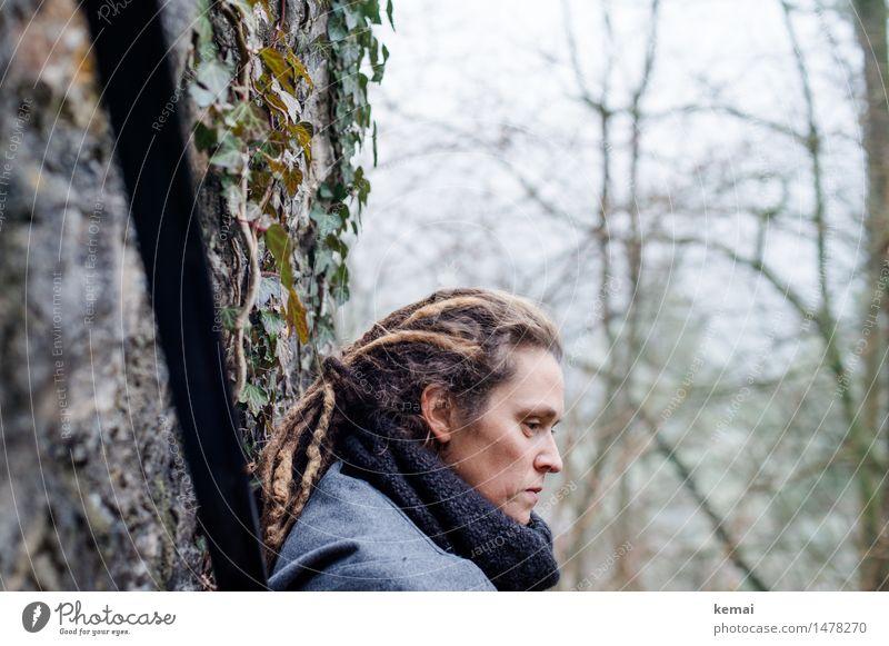 Winter Blues Lifestyle Mensch feminin Frau Erwachsene Leben Kopf Haare & Frisuren Gesicht 1 30-45 Jahre Efeu Schal brünett langhaarig Dreadlocks Rastalocken