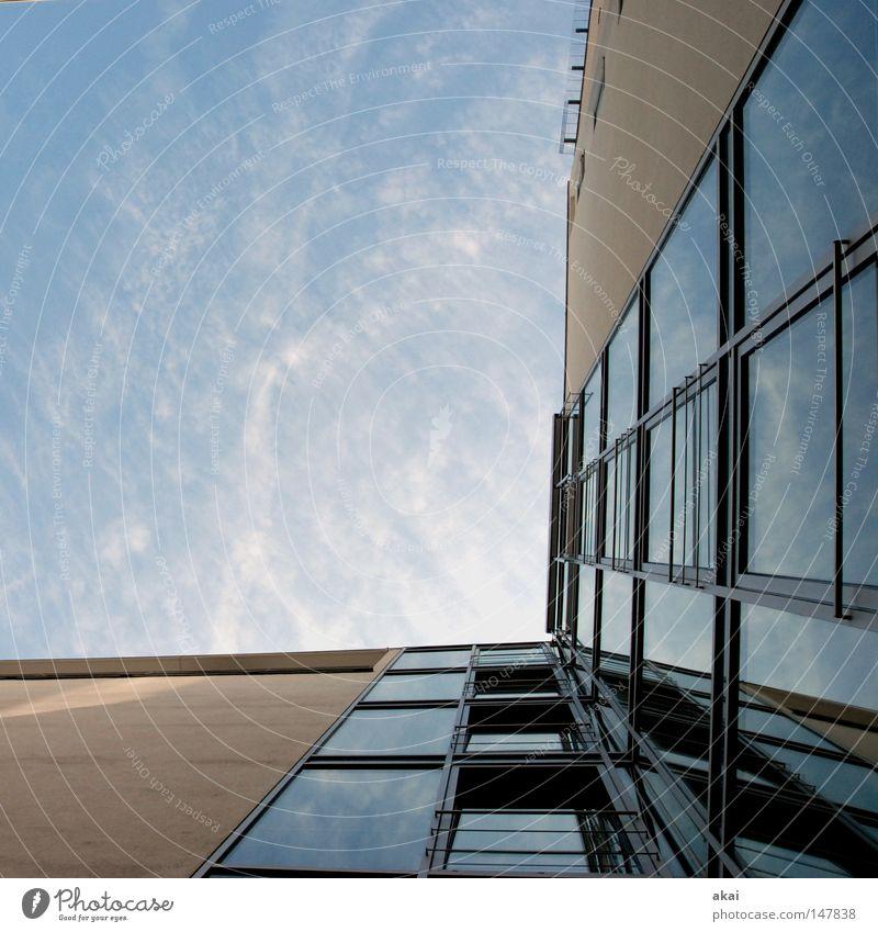 Himmel.Glas.Beton.Metall blau Stadt Haus Gebäude Architektur Perspektive Baustelle Handwerk krumm Altstadt himmelblau Freiburg im Breisgau