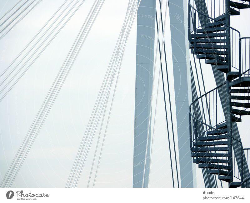 it´s a long way to the top... kalt Architektur Beton Brücke Treppe Stahl Stahlkabel aufwärts Geländer Konstruktion abwärts Treppengeländer Spirale