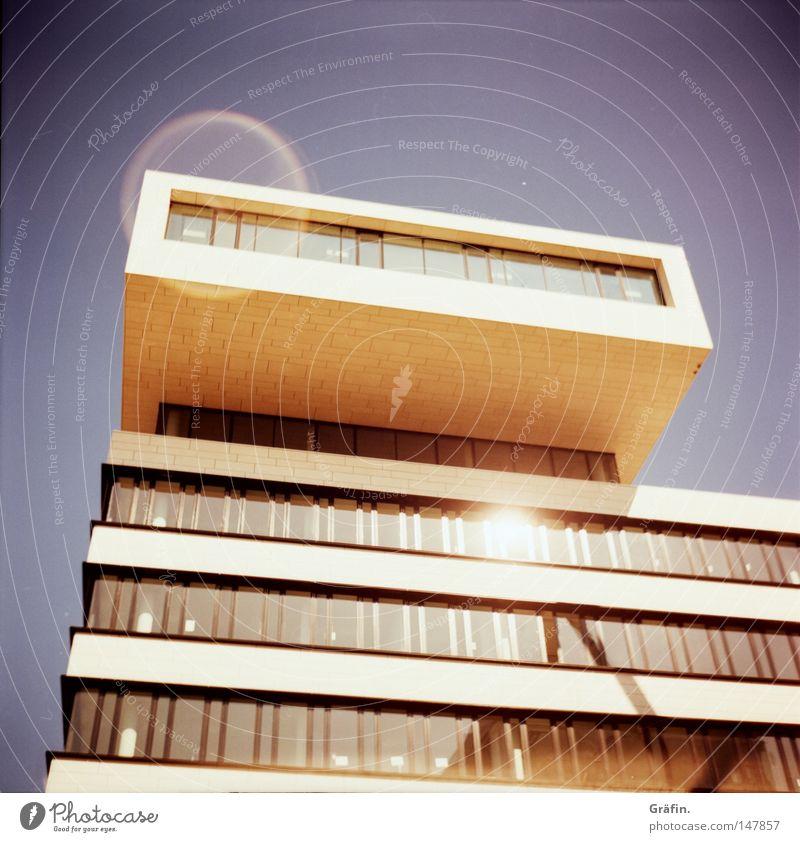 [HH 3.0] noch ne Wohnschublade Sonne Schönes Wetter Blauer Himmel Licht Lichtfleck Reflexion & Spiegelung Fensterfront Fensterscheibe Architektur modern
