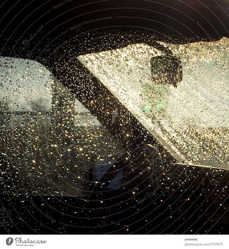 Nieselregen KFZ PKW Regen Wassertropfen Fenster Wetter Licht Durchblick Fahrzeug Herbst Stimmung Morgen Elektrisches Gerät Technik & Technologie Verkehr