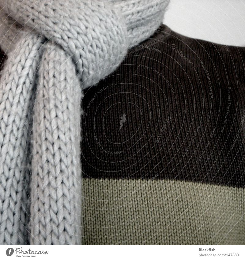 des isch dem jogi sein herbst Herbst kalt Winter Pullover Seil stricken Mode Schal grau braun grün heizen Heizkörper Heizung Physik Bergsteigen klütten Wärme