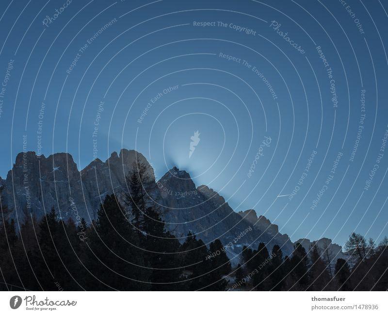 das Leuchten Ferne Sonne Winter Schnee Berge u. Gebirge Natur Landschaft Wolkenloser Himmel Horizont Schönes Wetter Eis Frost Baum Wald Felsen Alpen Gipfel