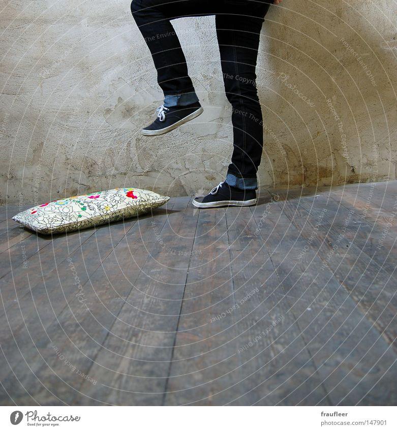 i get what i want Kissen Wohnzimmer schön Wut gehen Wand Mauer Holz Holzfußboden Bodenbelag Dachboden Abrissgebäude Haus Riss verfallen mehrfarbig Schuhe Wunsch