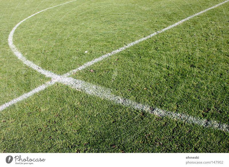 Fußball ist unser Leben... Fußballplatz Sportrasen Mittelkreis Linie Kreide Mittellinie Anstoß Dreizack Forke Gabel diagonal Kreis Spielen grün weiß Stadion