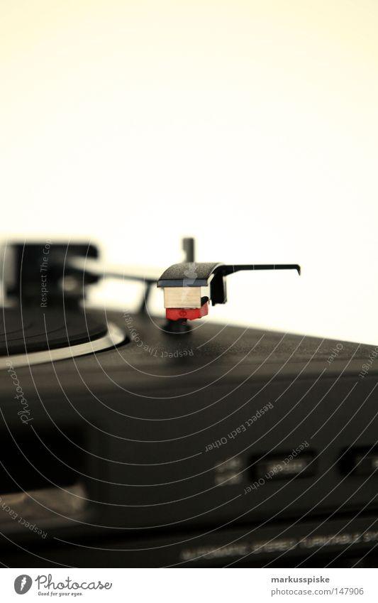 vinyl Lautstärke Resonanz HiFi Musik Plattenspieler retro Schallplatte old-school Siebziger Jahre Spielen Ton Diskjockey Stil liegen Frequenz passieren hören