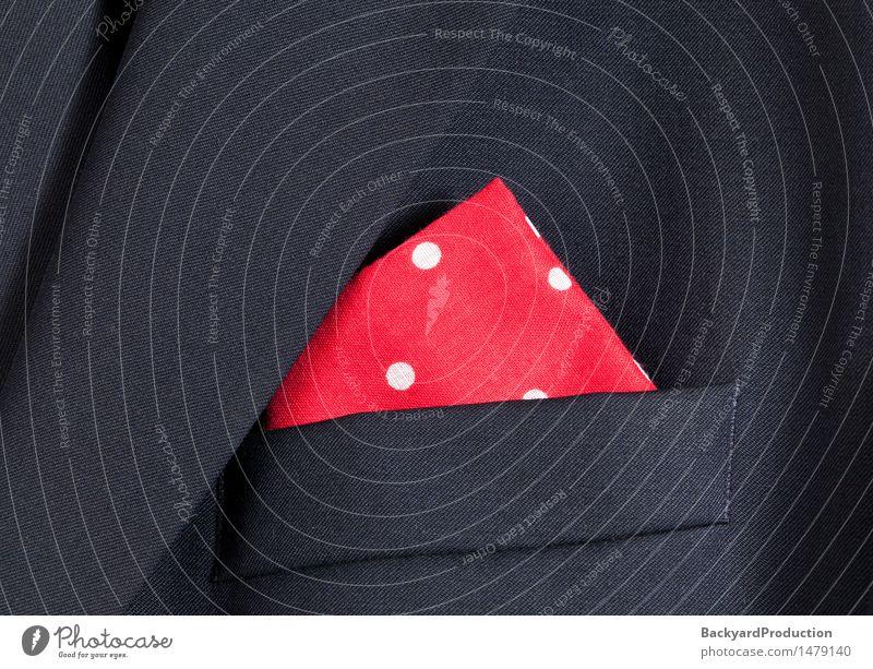 Rotes Taschentuch mit weißen Tupfen in der Tasche des blauen Blazers Stil Design Mode Bekleidung Jacke Stoff hell weich rot Farbe farbenfroh Baumwolle Punkt