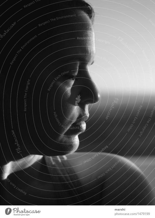 Sonne Tanken Mensch feminin Junge Frau Jugendliche Erwachsene Kopf 1 30-45 Jahre Gefühle Stimmung genießen Erholung Schwarzweißfoto Außenaufnahme Detailaufnahme