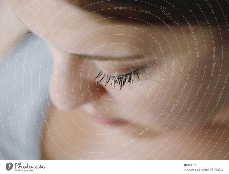 nur ein Wimpernschlag Mensch feminin Junge Frau Jugendliche Erwachsene Auge 1 30-45 Jahre Gefühle Stimmung Detailaufnahme Nase schön zart Zwinkern Wimperntusche
