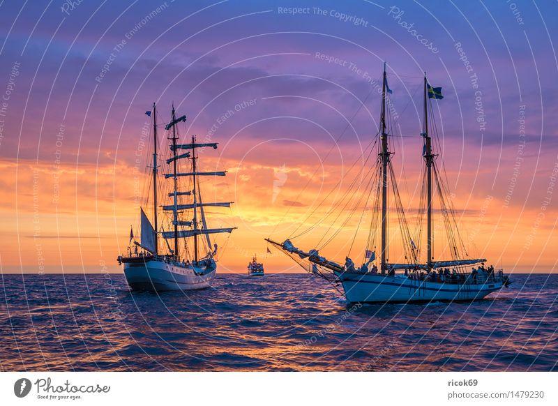 Segelschiff auf der Hanse Sail Erholung Ferien & Urlaub & Reisen Tourismus Segeln Wasser Wolken Ostsee Meer Fluss Schifffahrt maritim Romantik Idylle Natur