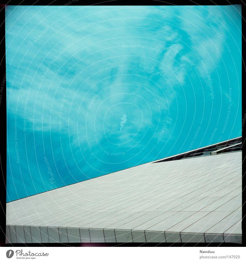 schräge Linien² Himmel weiß Haus Architektur Ordnung Filmmaterial einfach München analog Quadrat Dia reduzieren reduziert