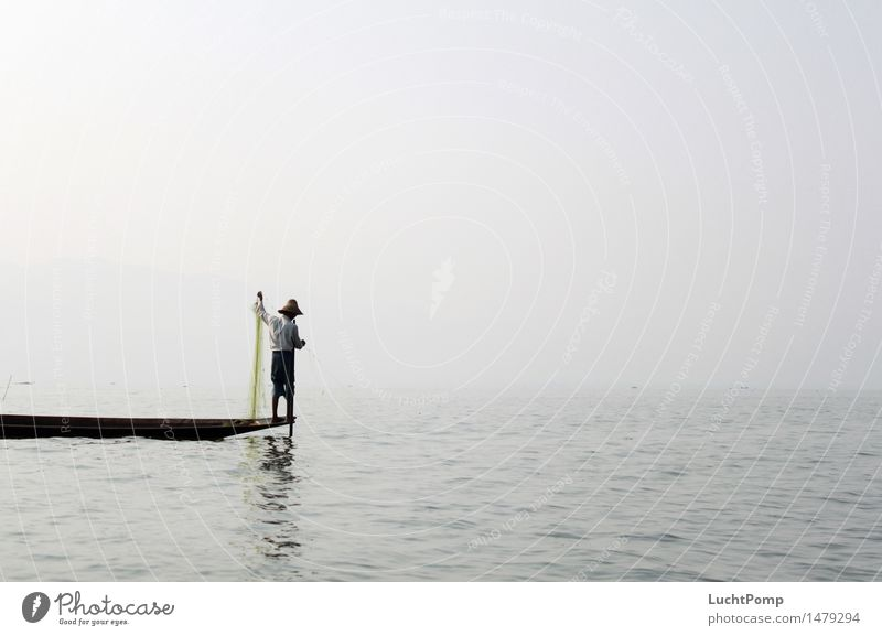 Solitude I Wasser Einsamkeit See Wasserfahrzeug Arbeit & Erwerbstätigkeit Nebel Wellen Idylle stehen Ecke Asien Netz Tradition Hut Meditation Gleichgewicht