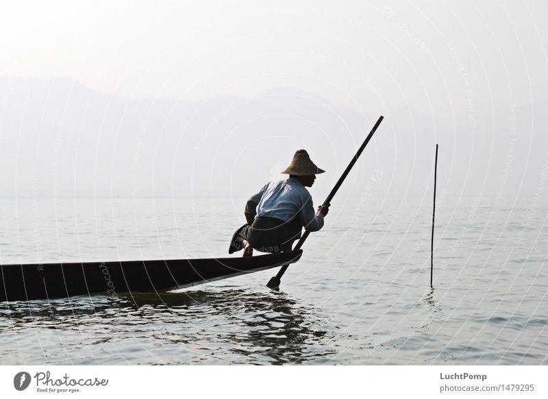 Solitude II Wasser Einsamkeit See Wasserfahrzeug Arbeit & Erwerbstätigkeit Nebel Wellen stehen Ecke Asien Netz Tradition Hut Meditation Gleichgewicht Handwerk