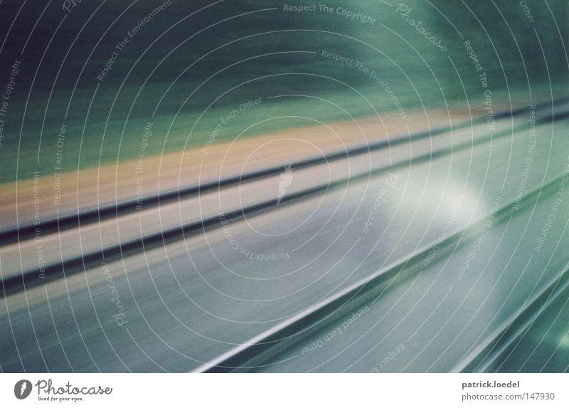 Speed Geschwindigkeit fahren Bewegung Reflexion & Spiegelung Gleise Fenster Ferien & Urlaub & Reisen kommen wegfahren Unschärfe Velocity Eisenbahn warten