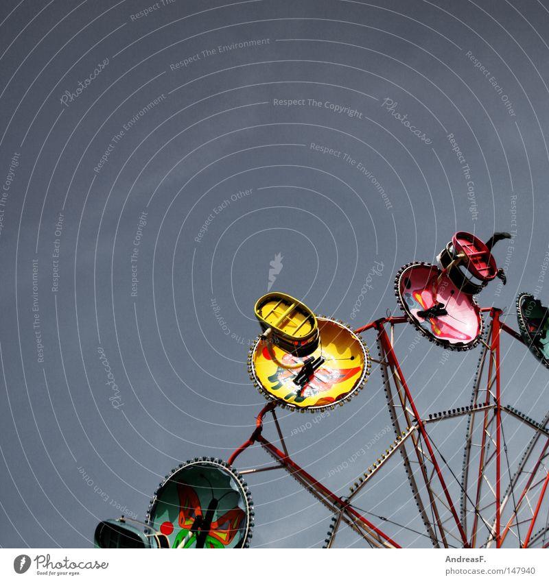 im Himmel ist Jahrmarkt II Himmel Freude Feste & Feiern fliegen Freizeit & Hobby Jahrmarkt drehen schlecht Oktoberfest kreisen Karussell Achterbahn Schwindelgefühl Kreisel Vergnügungspark Fahrgeschäfte