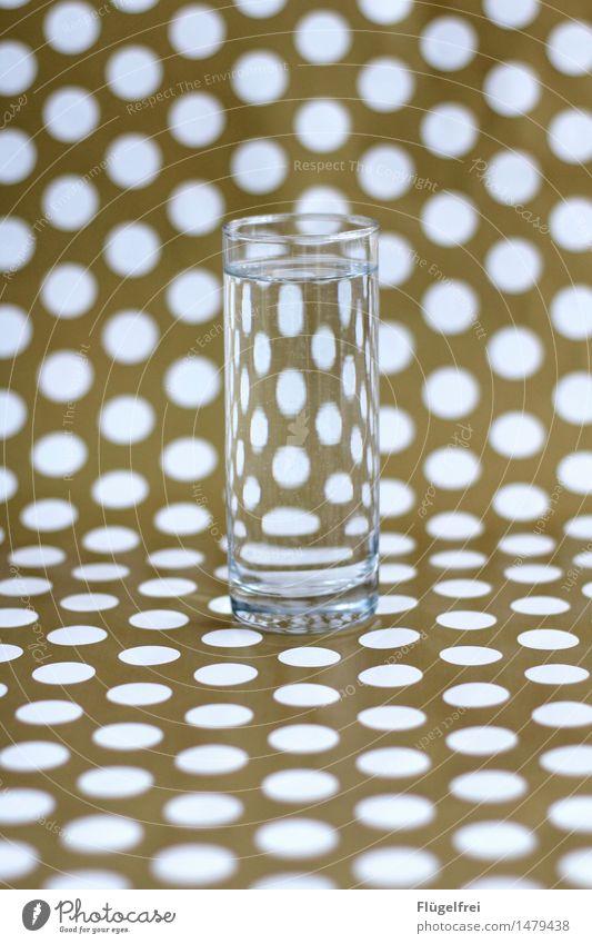 Anderer Blickwinkel Getränk grün Glas Wasserglas Verzerrung Punkt gepunktet Muster Geschenkpapier Perspektive Symmetrie Oval Lupe Durchblick Farbfoto