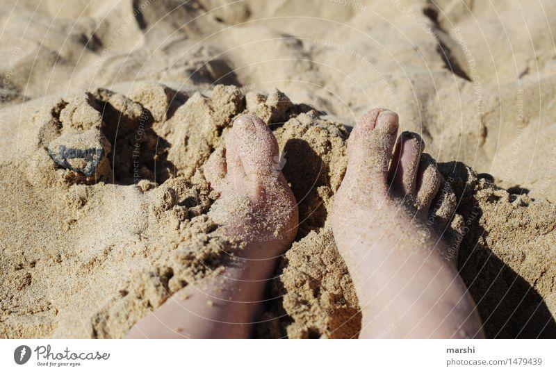 barfuß Mensch feminin Beine Fuß 1 Natur Gefühle Stimmung Freude Zufriedenheit Strand Sand Ferien & Urlaub & Reisen Urlaubsfoto Zehen genießen Erholung Meer