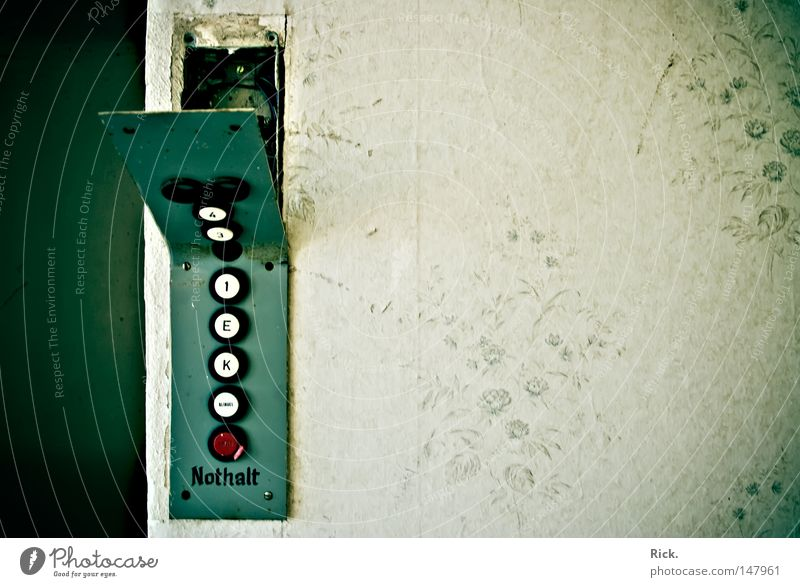 .Fahrstuhl Origami alt Einsamkeit Wärme Stein Gebäude Metall Linie Kunst Beleuchtung Zeit Erde geschlossen leer Elektrizität Dekoration & Verzierung kaputt