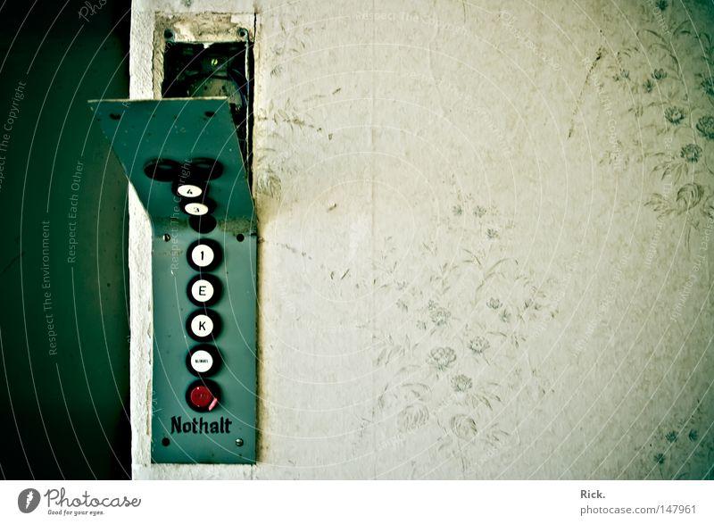 .Fahrstuhl Origami Kunst gefaltet biegen gekrümmt Blech Stahl Eisen kaputt verfallen Zerstörung Knöpfe Fahrstuhlschacht Schacht Tapete Ornament verschönern