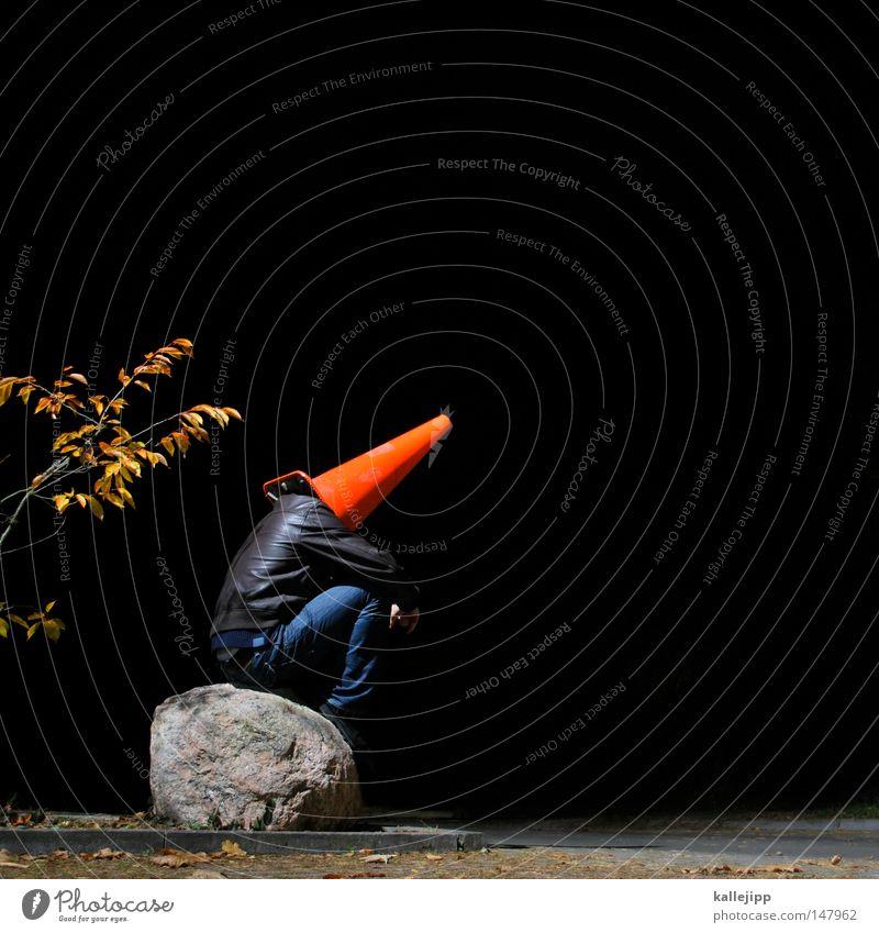 stein des anstoßes Mann Mensch Dach Stuhlgang urinieren besetzen Miettoilette Baustelle klein groß Humor Kunst Silhouette Pilzhut Kopfbedeckung rot Hut Spielen