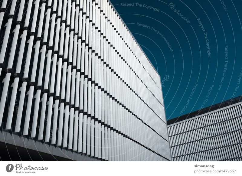 tension Bauwerk Gebäude Architektur ästhetisch Bürogebäude Fassadenverkleidung Wetterschutz Wiederholung Muster Ordnung Perspektive Porto Moderne Architektur