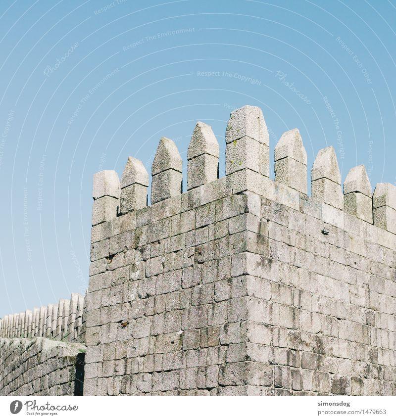 Castelo Burg oder Schloss Turm Bauwerk Mauer Wand Treppe Fassade Sehenswürdigkeit Ferien & Urlaub & Reisen alt eckig Macht Mittelalter Stein grau Präzision