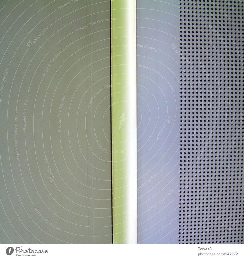 Abgefahrene Bordentertainment-Anlage im öffenlichen Nahverkehr alt grün schwarz gelb oben grau Linie Verkehr hoch Punkt Grafik u. Illustration Bus schäbig Loch Decke graphisch