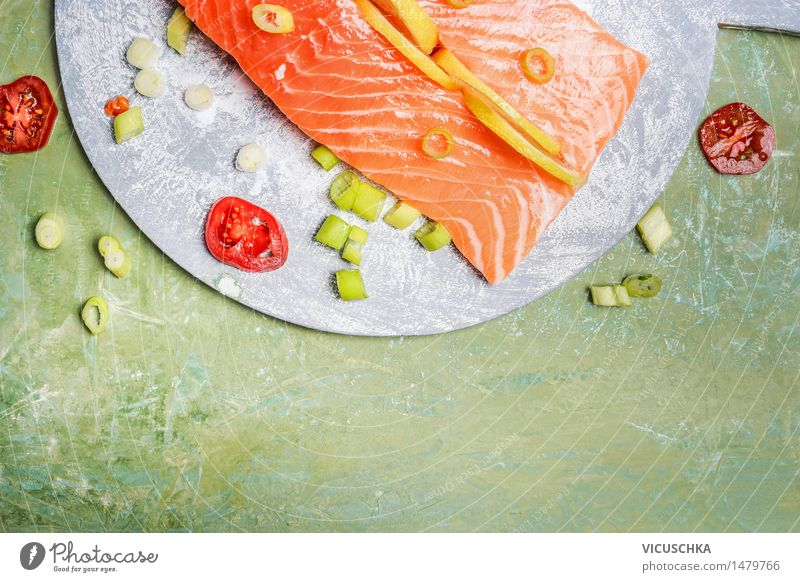 Lachsfilet mit Zitrone und Kochzutaten Lebensmittel Fisch Kräuter & Gewürze Ernährung Mittagessen Abendessen Büffet Brunch Festessen Bioprodukte