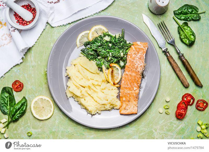 Lachs mit Spinat und Kartoffelpüree Lebensmittel Fisch Gemüse Salat Salatbeilage Kräuter & Gewürze Ernährung Mittagessen Abendessen Festessen Bioprodukte