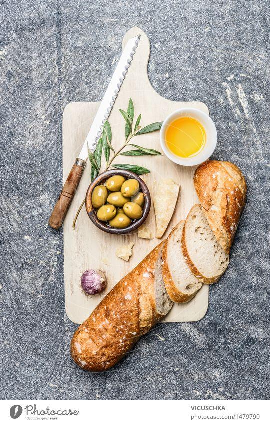Ciabatta mit Oliven, Öl , Knoblauch und Käse Lebensmittel Gemüse Brot Kräuter & Gewürze Ernährung Mittagessen Büffet Brunch Bioprodukte Vegetarische Ernährung