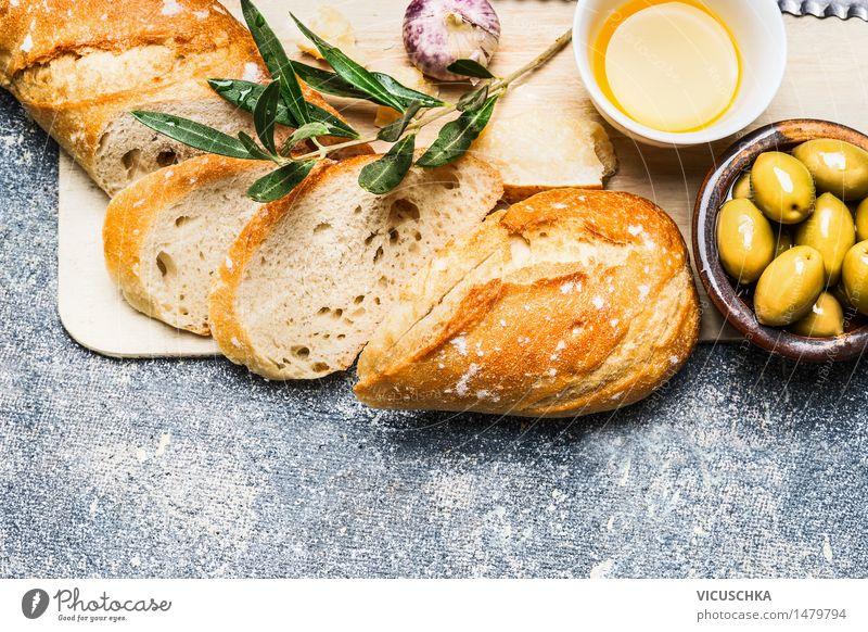 Baguette mit Oliven, Knoblauch und Käse Gesunde Ernährung gelb Leben Stil Hintergrundbild Lebensmittel Design Tisch Getränk Kräuter & Gewürze Gemüse Bioprodukte