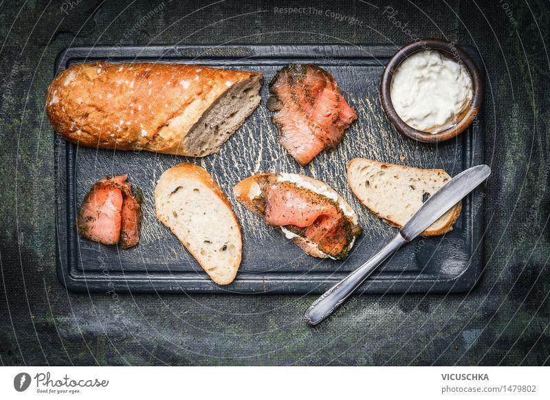 Sandwiches mit Lachs, Ricotta und Baguette Gesunde Ernährung Leben Foodfotografie Stil Lebensmittel Design Tisch Fisch Bioprodukte Frühstück Brot