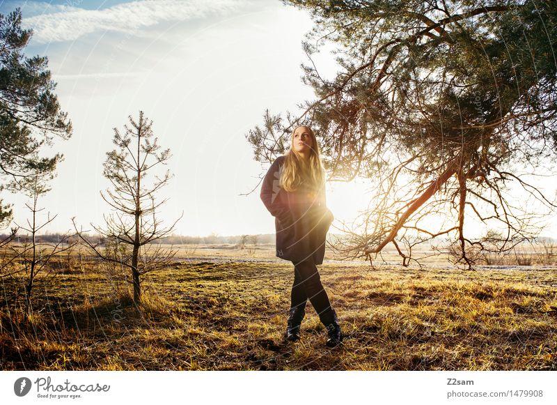 My sunshine Lifestyle elegant Stil Junge Frau Jugendliche 18-30 Jahre Erwachsene Natur Landschaft Herbst Schönes Wetter Baum Sträucher Wiese Mode Mantel