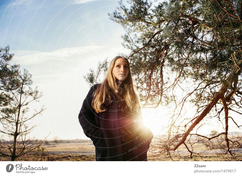 Sonnenkind Natur Jugendliche schön Junge Frau Baum Landschaft 18-30 Jahre Wald Erwachsene Herbst feminin Stil Lifestyle Mode elegant