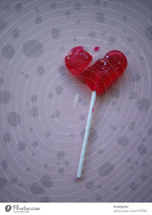 To be a little broken weiß rot Liebe grau Herz rosa Lebensmittel kaputt Vergänglichkeit Punkt Stengel Teile u. Stücke Süßwaren Fleck vergangen Liebeskummer