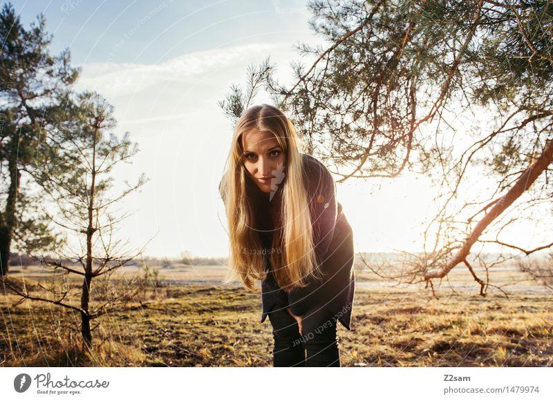Sonnenkind Natur Jugendliche schön Junge Frau Baum Landschaft 18-30 Jahre Wald Erwachsene Wärme Herbst natürlich feminin Stil Lifestyle Mode