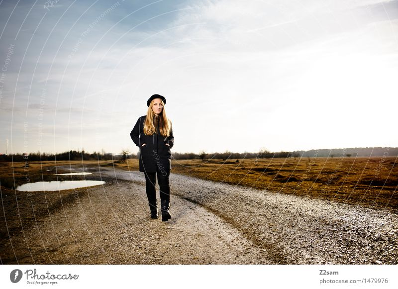 Straight Ahead Himmel Natur Jugendliche schön Junge Frau Erholung Landschaft Einsamkeit ruhig 18-30 Jahre Erwachsene Umwelt Herbst Wege & Pfade Stil Lifestyle