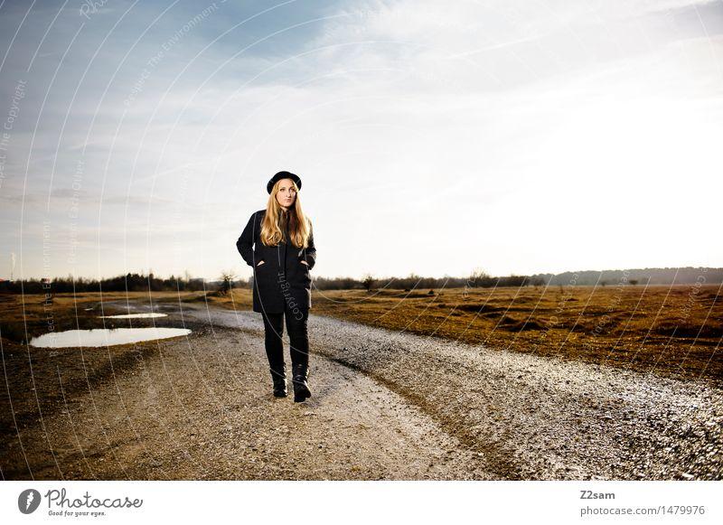 Straight Ahead Lifestyle elegant Stil Junge Frau Jugendliche 18-30 Jahre Erwachsene Umwelt Natur Landschaft Himmel Herbst Schönes Wetter Mode Mantel Leggings