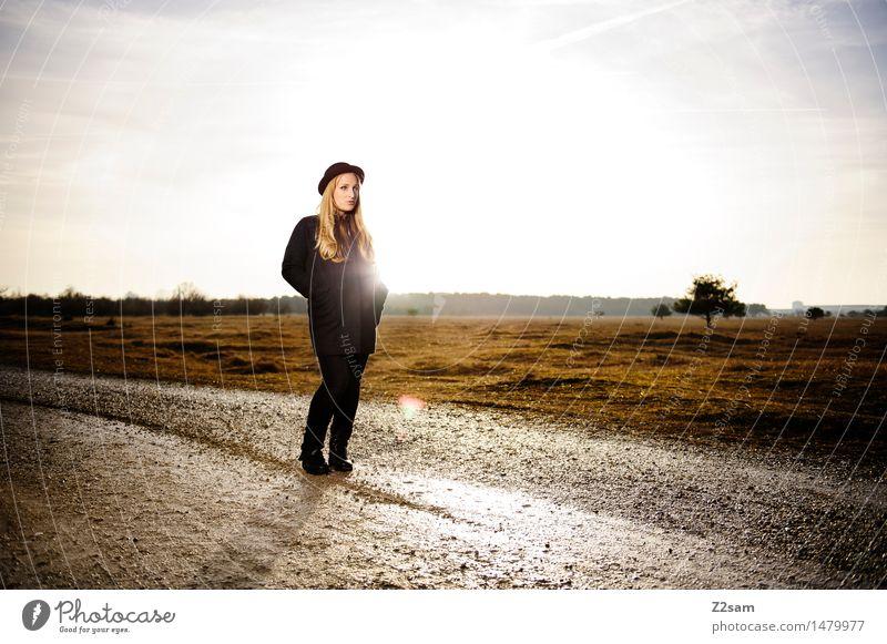 WINTER 2016/2017 Lifestyle elegant Stil feminin Junge Frau Jugendliche 18-30 Jahre Erwachsene Umwelt Natur Landschaft Sonne Sonnenaufgang Sonnenuntergang