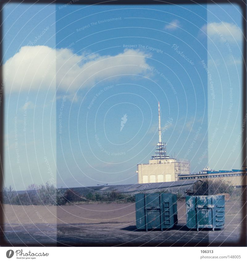 Me And My Imaginary Hasselblad [Bremen-Portland] Himmel blau Wolken Einsamkeit Ferne Gebäude Traurigkeit Metall 2 Deutschland Feld Raum Angst Platz leer trist
