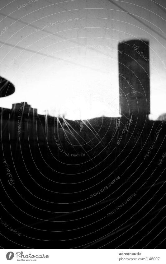 sights Eisenbahn Gleise Kratzer schwarz weiß Schwarzweißfoto abstrakt Hochformat Tiefenschärfe Vandalismus zerstören Leitung Verkehrsmittel