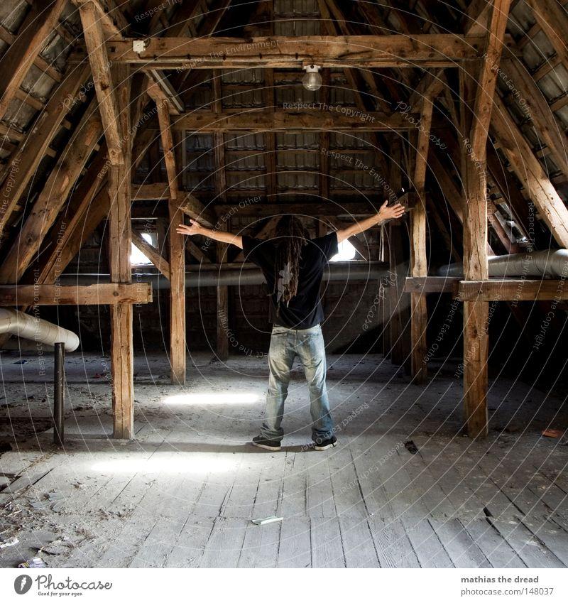 X Mann Jugendliche alt schön Sonne Einsamkeit ruhig Fenster dunkel Tod Straße kalt Wand Holz Wege & Pfade Religion & Glaube