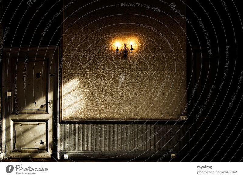 old-fashioned alt Einsamkeit gelb Architektur Holz Stil Lampe Tür trist verfallen historisch Tapete Barock Barock altmodisch Farblosigkeit