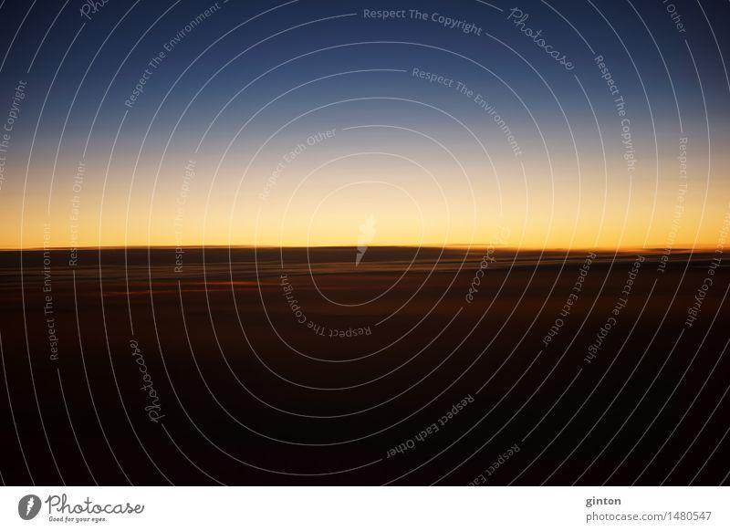 Sonnenuntergang auf Flughöhe schön Natur Wolken Horizont Wetter Streifen dunkel bizarr Tageszeit Altimeter Höhe fliegen Zeitzonen Himmel Wischeffekt Trennlinie