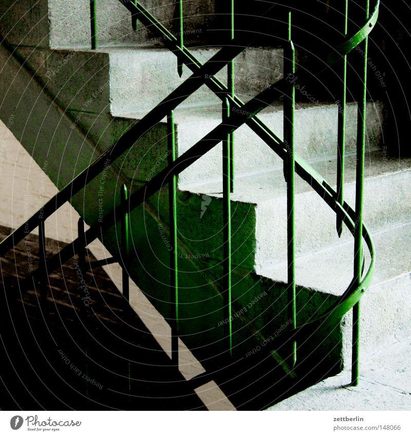 Treppauf oder -ab Haus oben Treppe steigen aufsteigen Abstieg