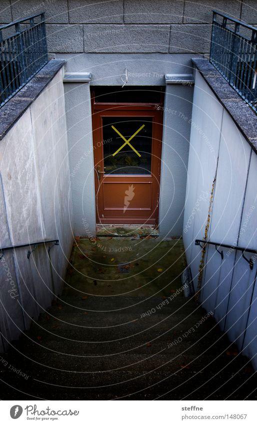 x Treppe geheimnisvoll anonym fremd Keller Kriminalroman ungewiss